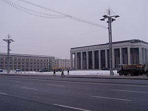 Minsk: Typical vista: broad boulevards and some drabness