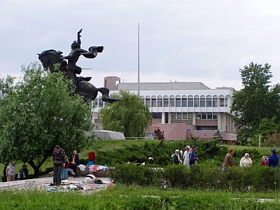 Suvorov-Monument and the presidential palace