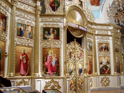 Dnipropetrovsk: The gold-covered Ikonostas inside the cathedral